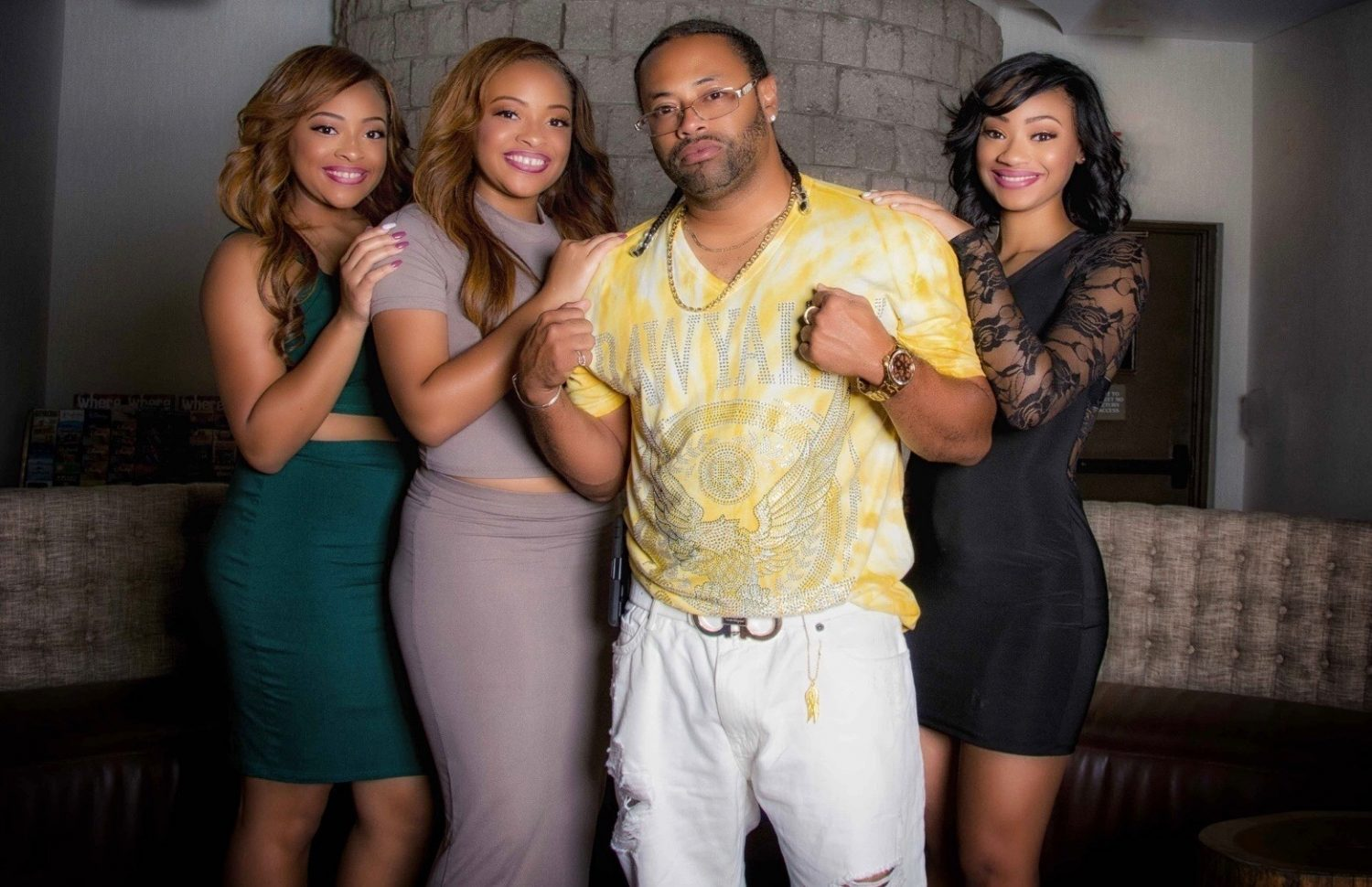 """JJ Williams and his daughters on the show """"Bring It"""""""