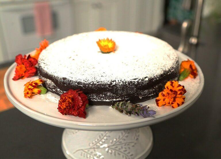Dutch Flourless Triple Chocolate Cake