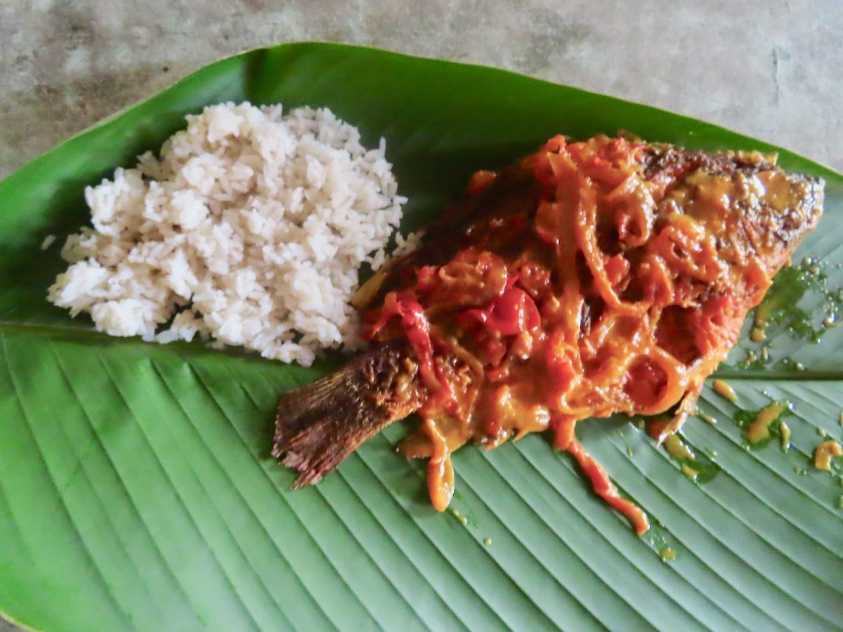 Colombian lunch of whole fish with tomato sauce and rice