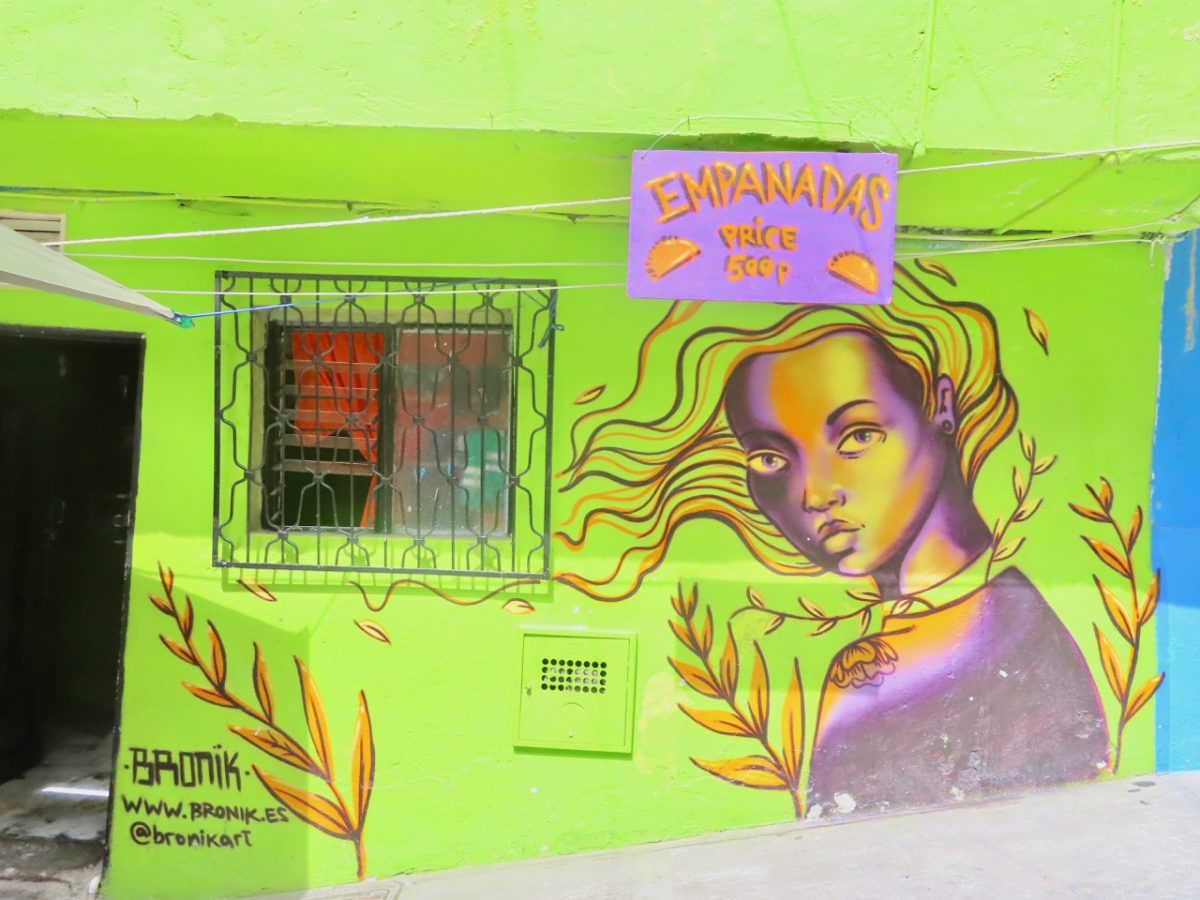 Mural and Business in Comuna 13