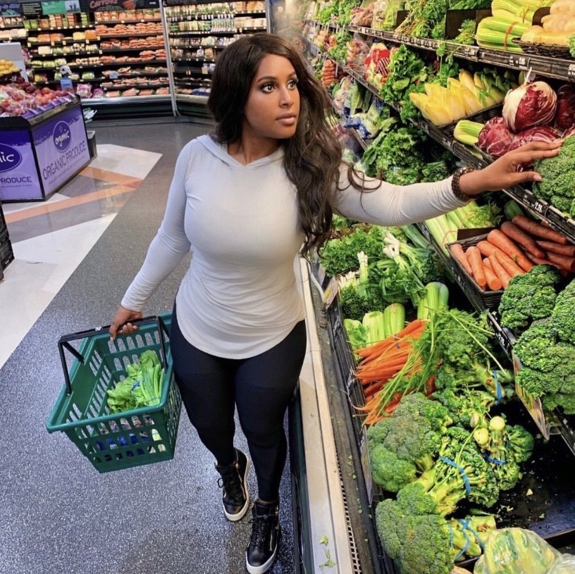 Sara Hood of Sara Lovestyle Movement shopping for vegetables