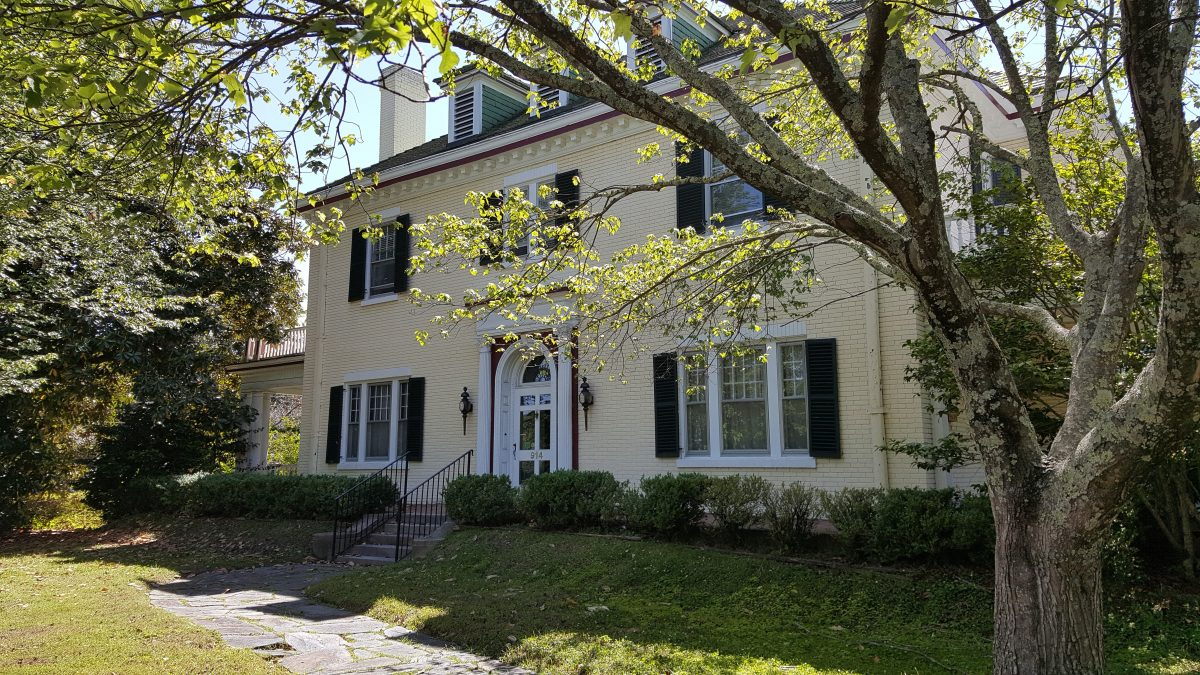 Moorhead Manor Bed and Breakfast