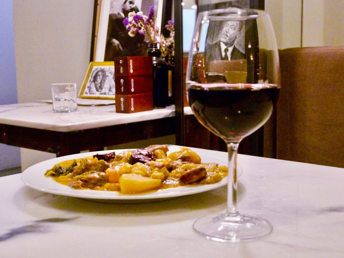 Dish and glass of wine at Tabernáculo by Hernâni Miguel