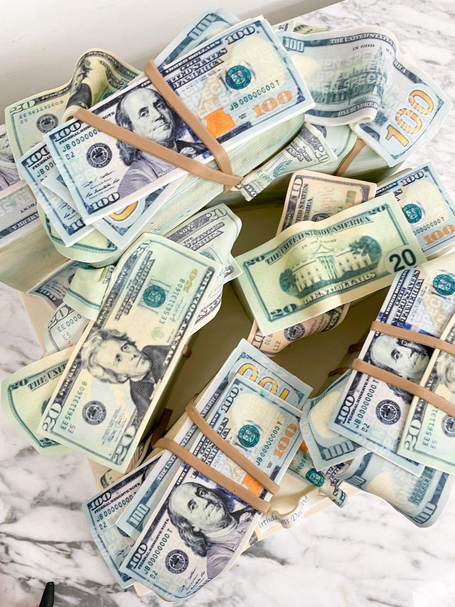 Cake of dollar bills by Chic Sugars
