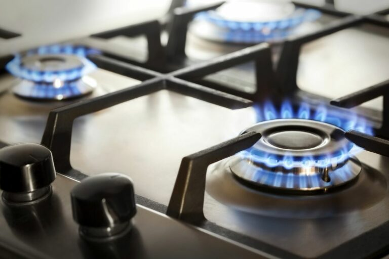 Why a Gas Stove Is Better Than an Electric One
